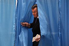 Янукович пообещал досрочные выборы и возвращение конституции-2004