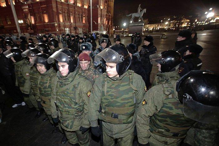 Сотни человек задержаны на Манежной площади