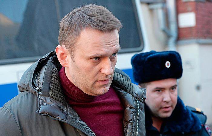 СКР требует заключить Навального под домашний арест
