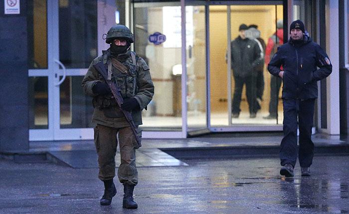 Отряды самообороны взяли под контроль аэропорт Севастополя