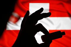 Швейцария заблокировала счета Януковича и его окружения