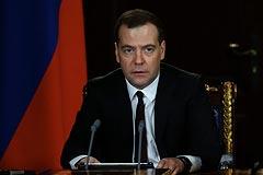 Медведев поручил начать строительство переправы в Крым