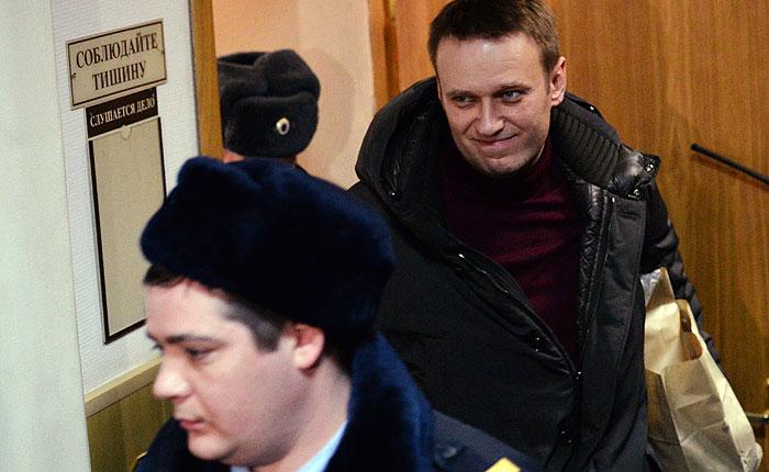 На Навального надели электронный браслет