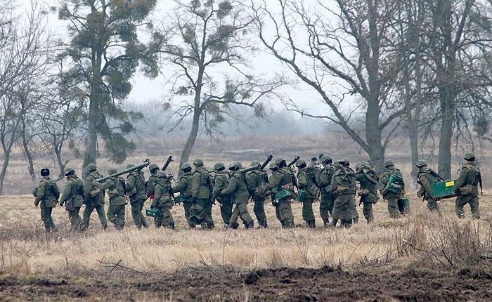 Путин прекратил военные учения на западе страны