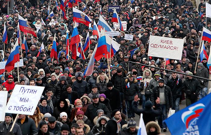 На московский митинг за присоединение Крыма к России пришли десятки тысяч человек