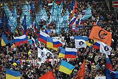 В Москве прошли акции за и против воссоединения с Крымом