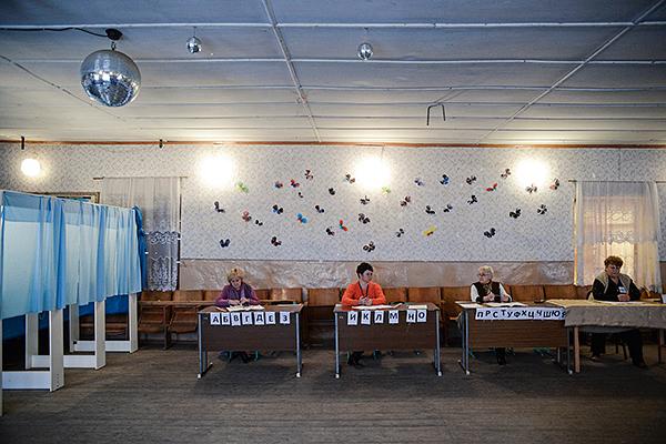 Избирательный участок в селе Широкое.