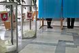 Голосование на референдуме о статусе Крыма на одном из избирательных участков Симферополя.