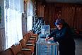 Голосование на референдуме о статусе Крыма на избирательном участке в селе Широкое.