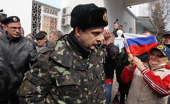 Митингующие ворвались на территорию штаба ВМС Украины в Севастополе