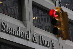 S&P понизило прогноз рейтинга России со стабильного до негативного