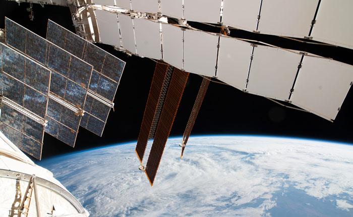 """Космонавты перешли на борт МКС после отложенной стыковки """"Союза"""""""