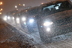 Москва встала в пробках из-за обильного снегопада