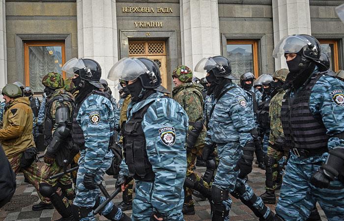 Украинская Рада постановила разоружить незаконные формирования