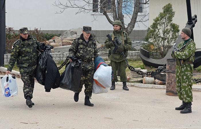 Украинские военные покинули Крым