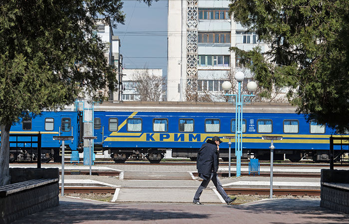 Украина приостановит железнодорожное сообщение с Крымом