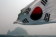 Два человека погибли в результате крушения парома у берегов Южной Кореи