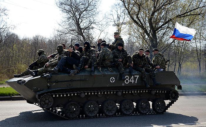 Российские флаги на украинских БТР в Краматорске объяснили военной хитростью