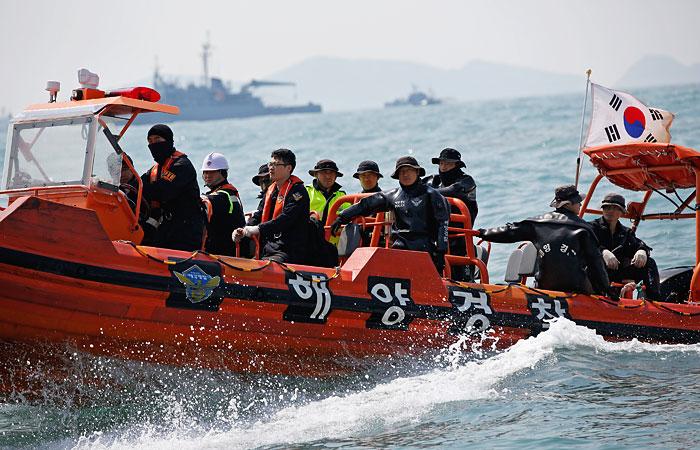 Опубликованы переговоры экипажа затонувшего у Южной Кореи парома