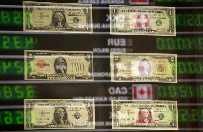 Рубль опустился до минимума за неделю на фоне кризиса в Славянске