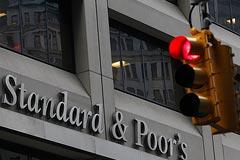 S&P понизило рейтинг России с негативным прогнозом