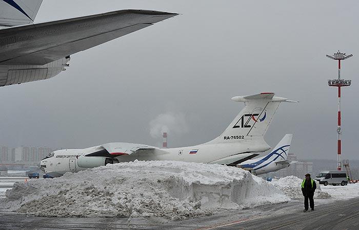 Снегопады парализовали движение транспорта на Урале