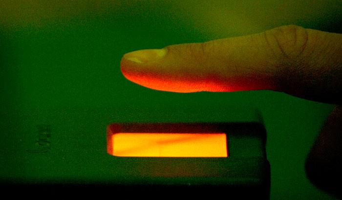 Россиянам придется сдавать отпечатки пальцев для получения шенгена
