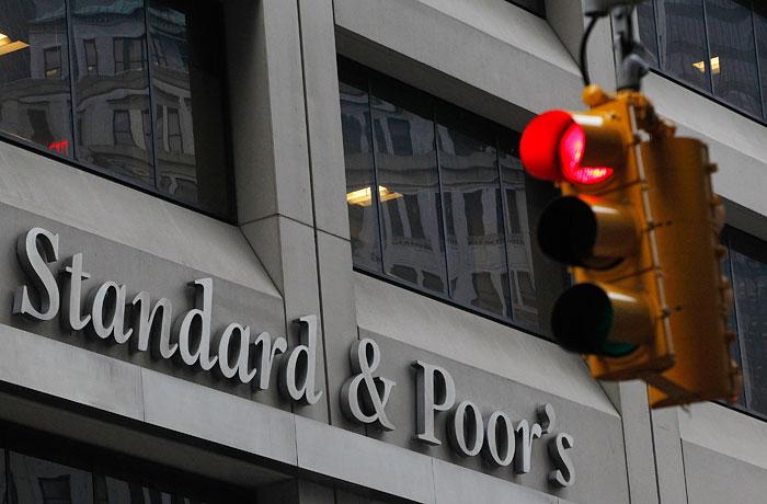 "S&P снизило рейтинги ""Газпрома"", ""Роснефти"" и РЖД"