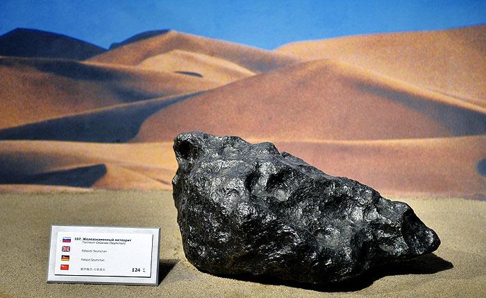 Физики возложили вину за падение метеоритов на темную материю