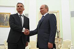 Путин попросил перенести референдум на юго-востоке Украины