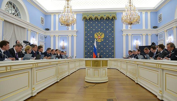 Правительство выполнило только половину поручений из майских указов Путина