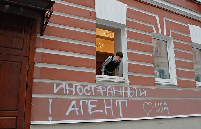 """Минюст предложил разрешить досудебную приостановку деятельности """"иноагентов""""."""