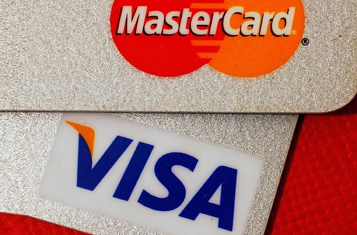 Депутаты задумались о смягчении требований к Visa и MasterCard