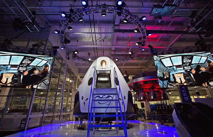 "SpaceX представила ""космическое такси"" для доставки астронавтов на МКС"