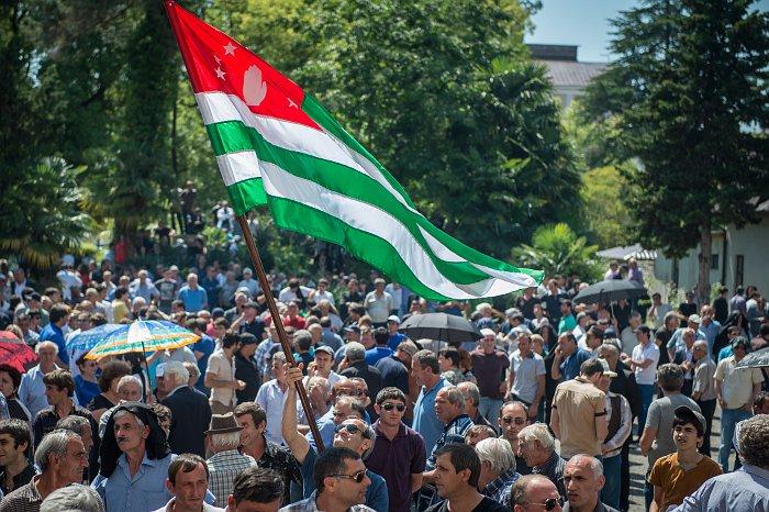 Парламент Абхазии назначил дату досрочных выборов президента