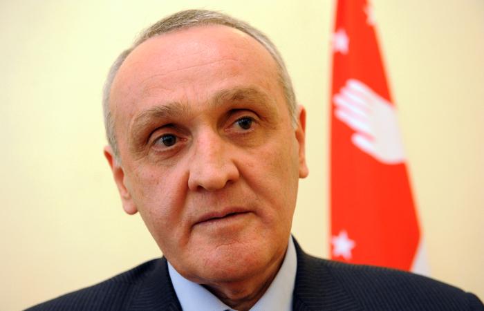 Президент Абхазии обвинил парламент в нарушении конституции