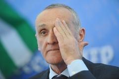 Президент Абхазии согласился уйти в отставку