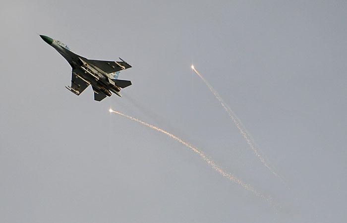 Украинские военные применили авиацию в Луганске