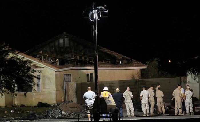 Истребитель ВМС США упал на жилой дом в Калифорнии