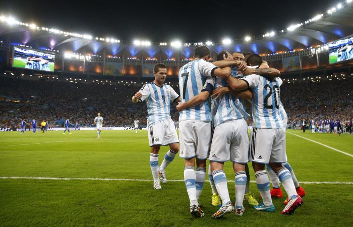 Сборная аргентины отмечает второй гол