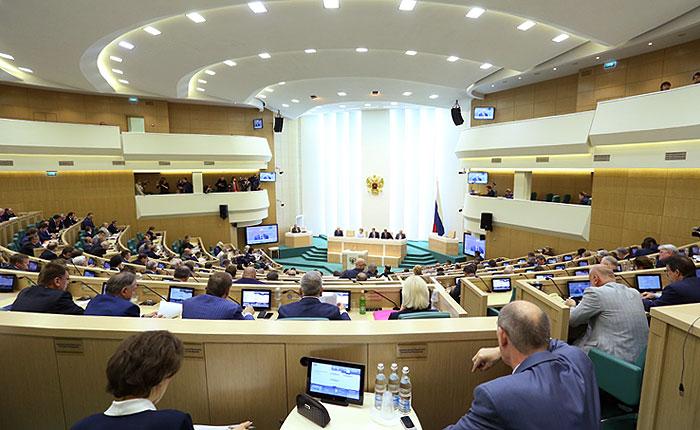Совет Федерации отменил разрешение использовать армию на Украине