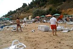 Волна цунами смыла отдыхающих с одесского пляжа