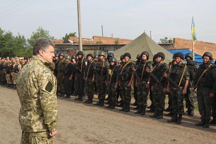 Порошенко отказался продлевать перемирие в Донбассе
