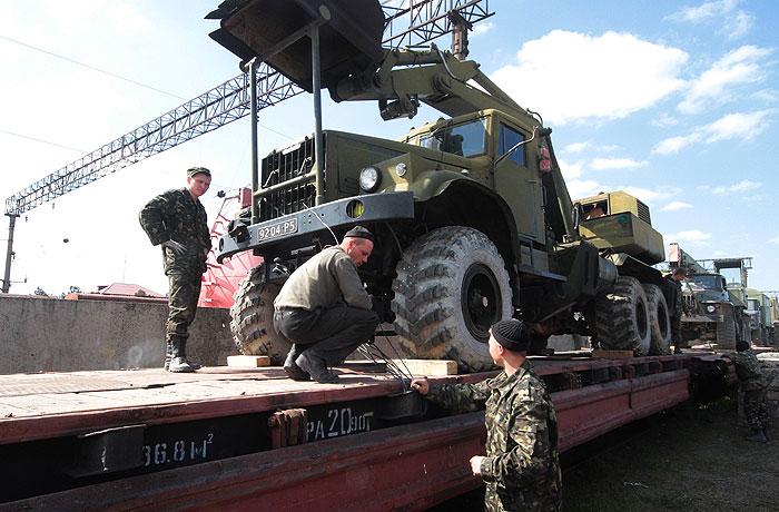 Вывоз военной техники украинской армии из Крыма.