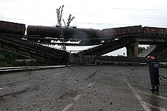 Третий за сутки железнодорожный мост взорван на востоке Украины