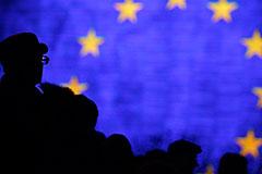 США и Франция пригрозили России новыми санкциями