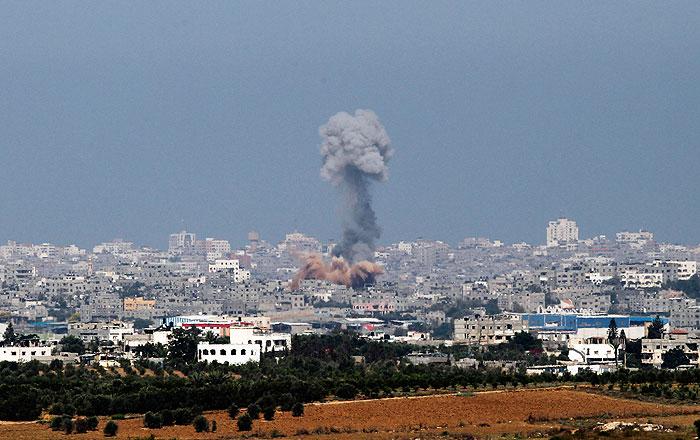Число жертв израильских ударов по сектору Газа достигло 100 человек