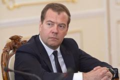 Медведев запретил госзакупки автомобилей иностранного производства