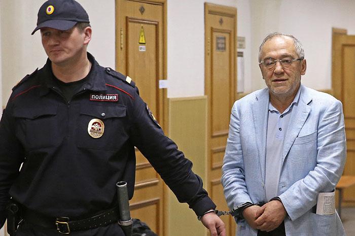 "Суд арестовал пакет акций ""Башнефти"" в рамках дела против Левона Айрапетяна"