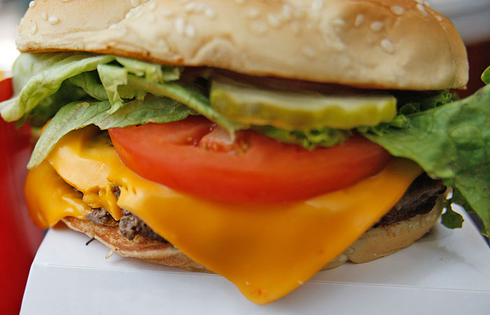 Россельхознадзор заинтересовался поставщиками сыра для McDonald's из ЕС